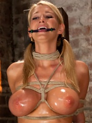 Impaled with a huge dildo wvibrator stuck right on her clit. Breath control makes this girl cum!